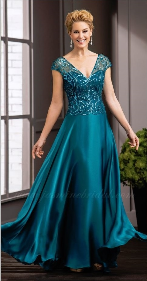 mother of the bride, deep turquoise ball gown, sweet heart and V-neckline, straps, front