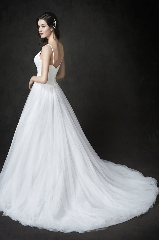tulle ball gown, straps, large tail, wedding dress