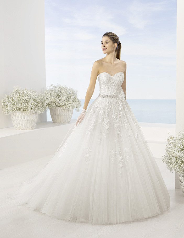 ball gown, sweet heart neckline, top lace, tulle, front