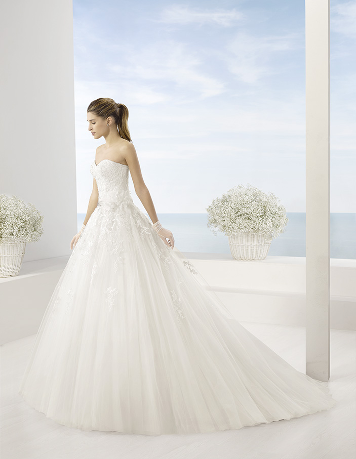 ball gown, sweet heart neckline, top lace, tulle, back